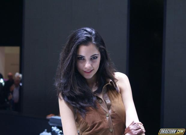 Красивые девушки италии - Фотосессия модель стринги пляж. Модели в покрых